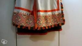 Вышивка на переднике на классическом костюме Туутари