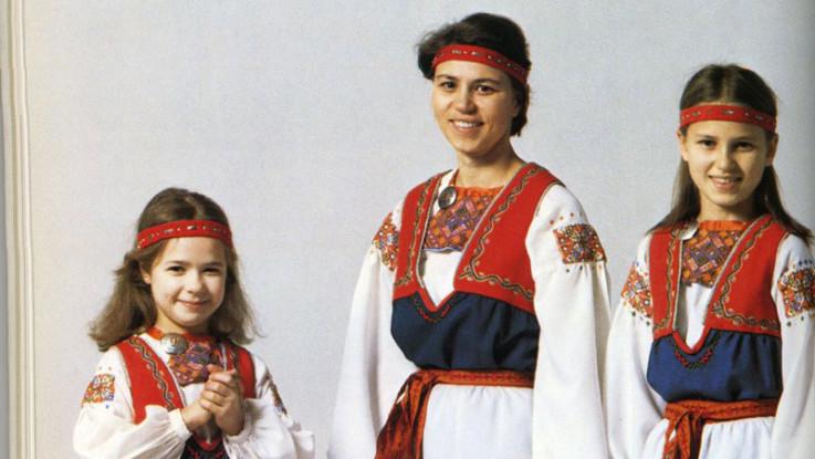Фото с сайта мастерской национальных костюмов http://www.kolumbus.fi/janne.hovi/kansallispuku.htm