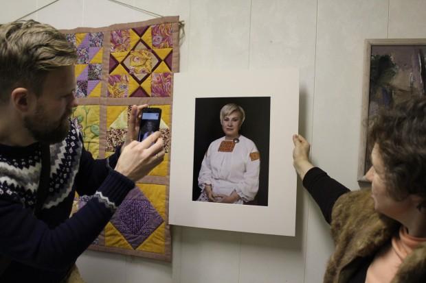 """Заставка для - Сбор средств на реализацию фото-проекта """"Знакомые лица - скрытый образ. Выставка фотопортретов ингерманландских женщин – знакомых, но других"""""""