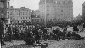 1918_Punavankeja_vartijoineen_Tampere